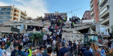 துருக்கி நிலநடுக்கத்தால் சரிந்து விழுந்த அடுக்குமாடி குடியிருப்புகள்....பலி  எண்ணிக்கை உயரும் அபாயம் - Turkey Earthquake- Land Sliding- Turkey Tsunami-  Earthquake ...